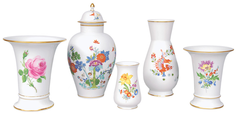 A set of 5 vases