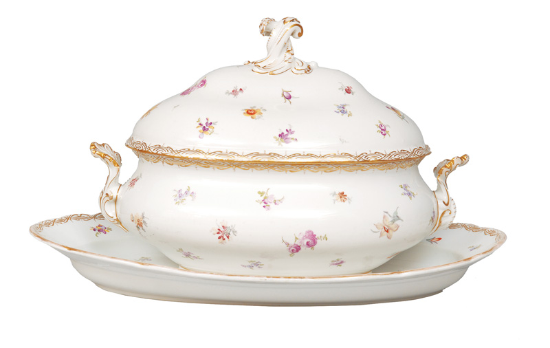 A big tureen on presentoir