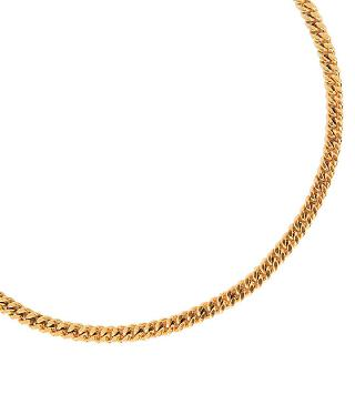 A golden necklace with bracelet