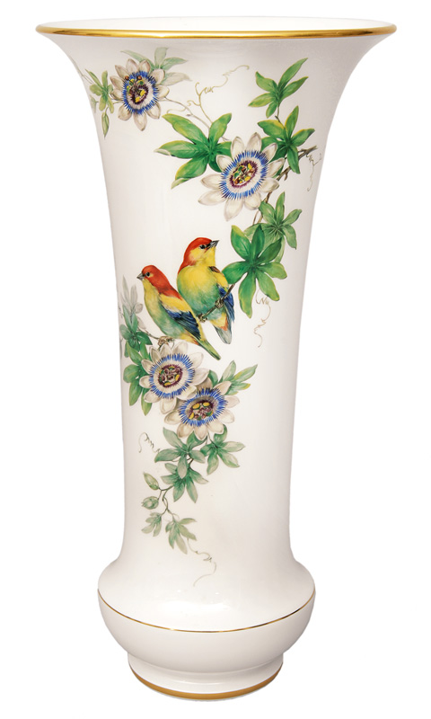 A tall vase with bird painting