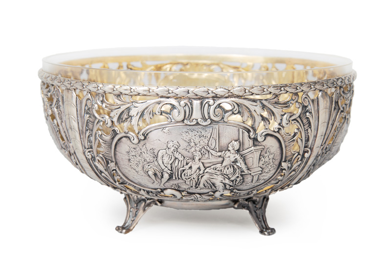 An openworked bowl with Medaillons and rocaille-decor