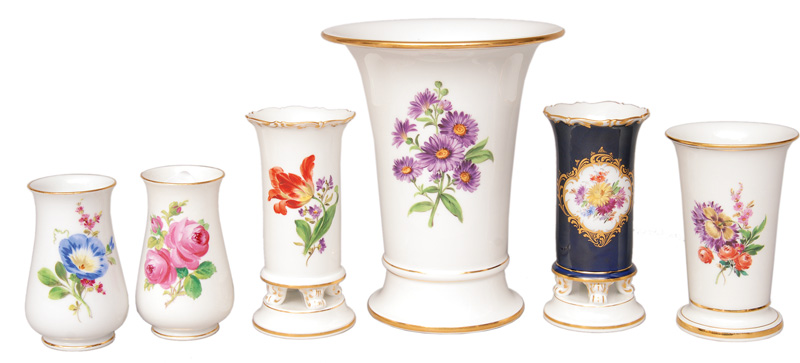 A set of 6 vases with flower painting