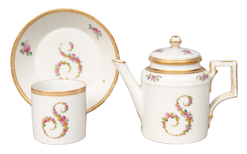 A small pot and cup with monogramm