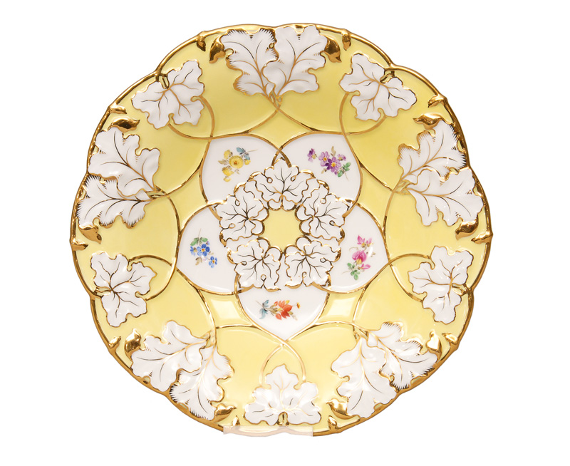 A flat bowl with gilded vine pattern
