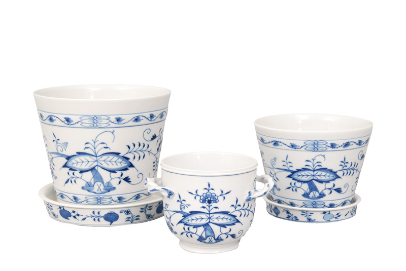 "A set of 3 cachepots ""Blue Onion"""