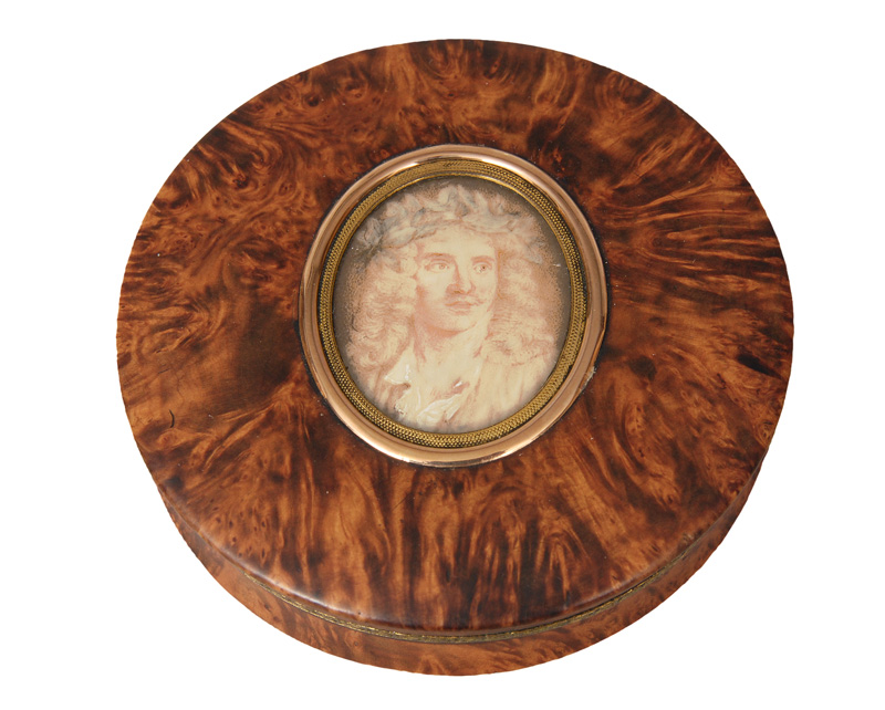 A maple box with miniature 'Molière with laurel wreath'