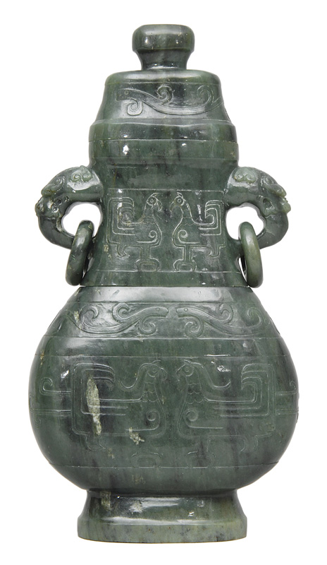 Jade vase with cover in Hu-form