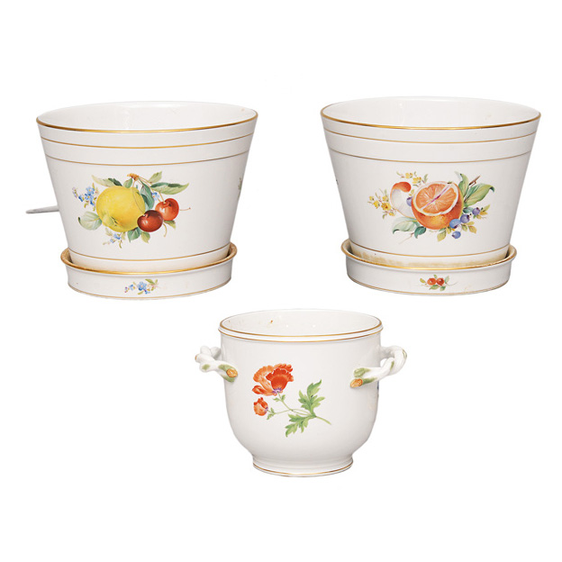 A set of 3 cachepots with fruit and flower painting