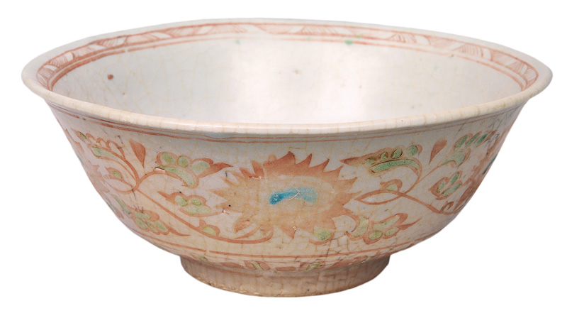 A Swatow-bowl with flower decoration