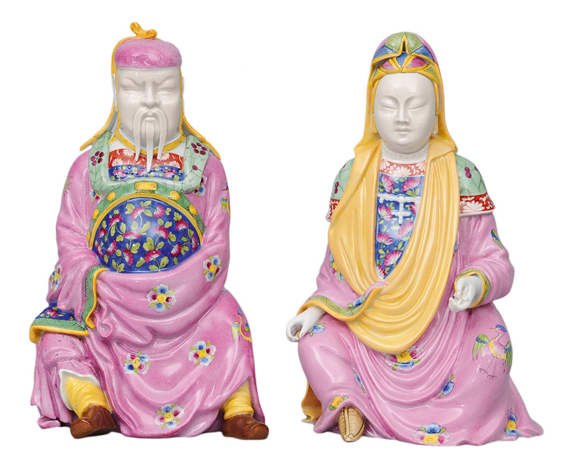 A pair of Chinese figurines
