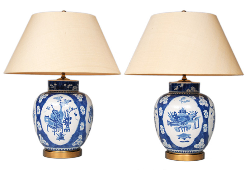 "A pair of vase lamps with the ""100 antiquities"""
