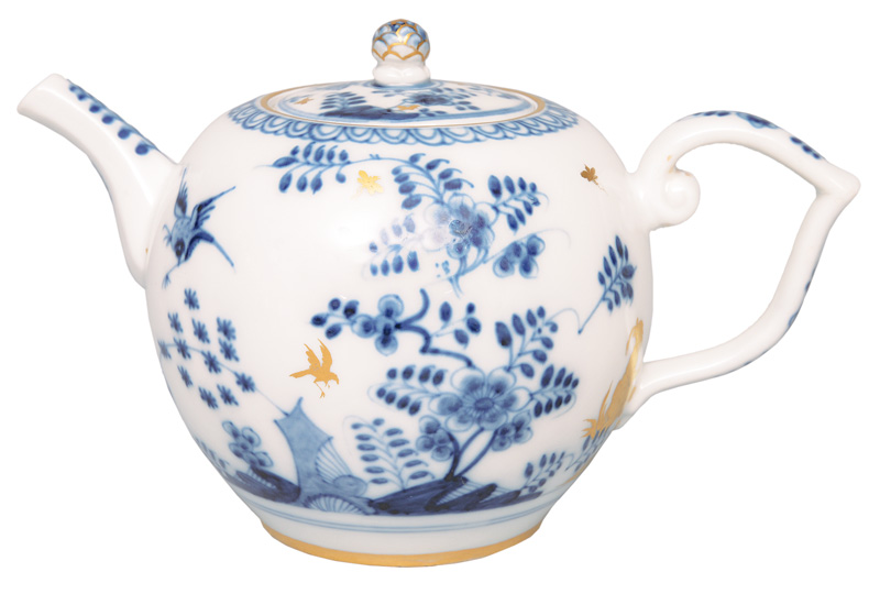 "A fine tea pot ""Rock and Bird"" with golden chinoiseries"