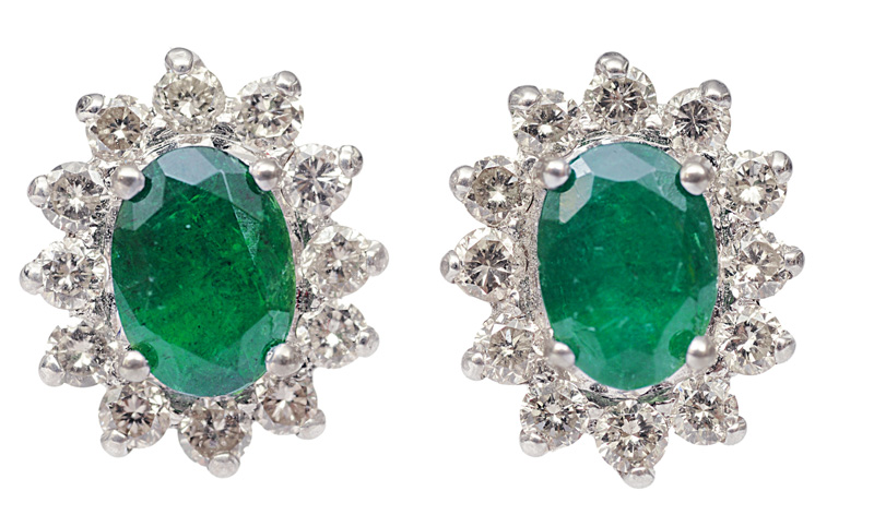 A pair of emerald diamond earstuds