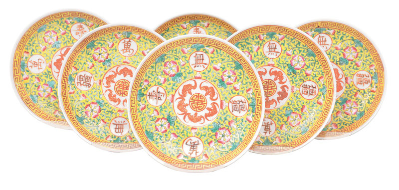 Set of 6 plates with bats and lucky charm