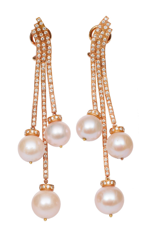 A pair of pearl diamond earpendants