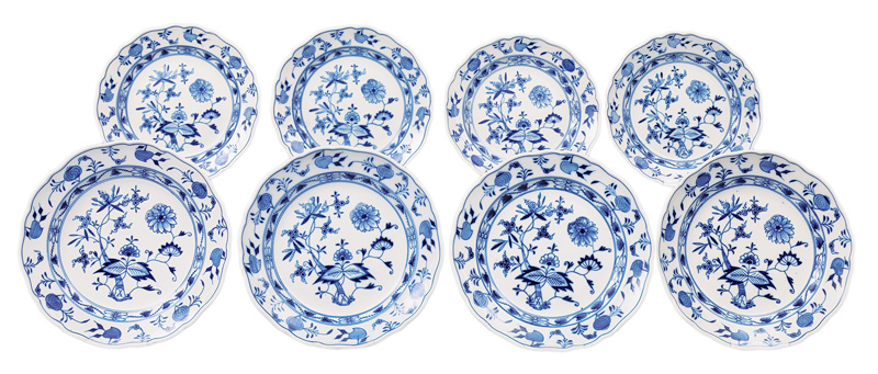 "A convulute of plates ""Blue Onion"""