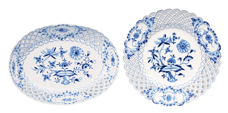 "Two bowls with fretwork rim ""Blue Onion"""