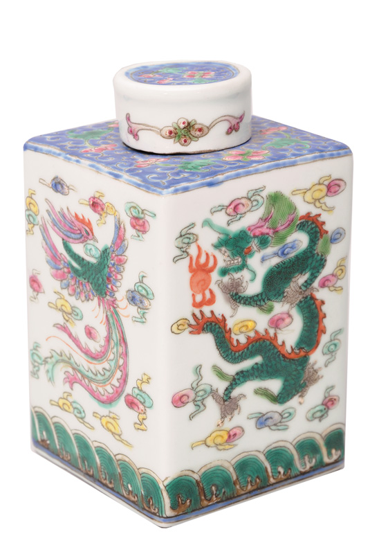 A tea caddy with dragon and phoenix
