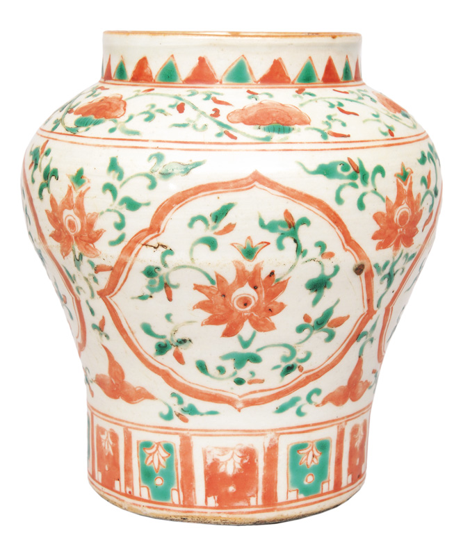 A Swato-shoulderpot with chrysanthemum