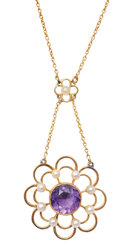 An amethyst pearl pendant with necklace