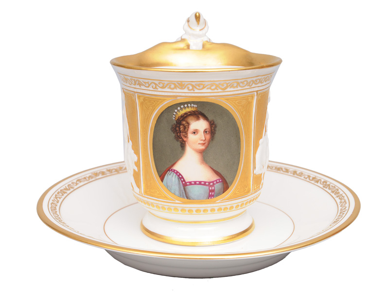 "An fine opulent cup with a portrait of ""Queen Luise of Prussia"""