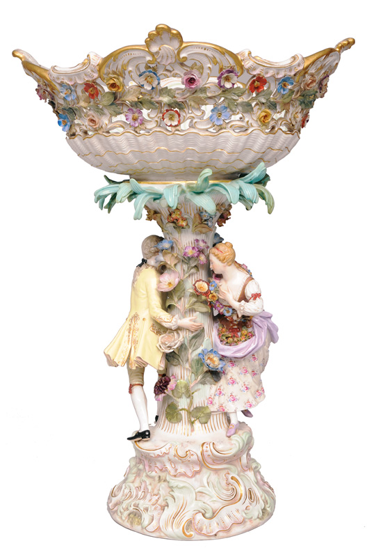 A tall centrepiece with dancing couple