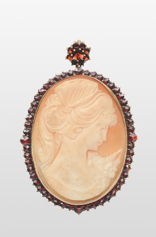 "A cameo brooch/pendant ""Young lady"""