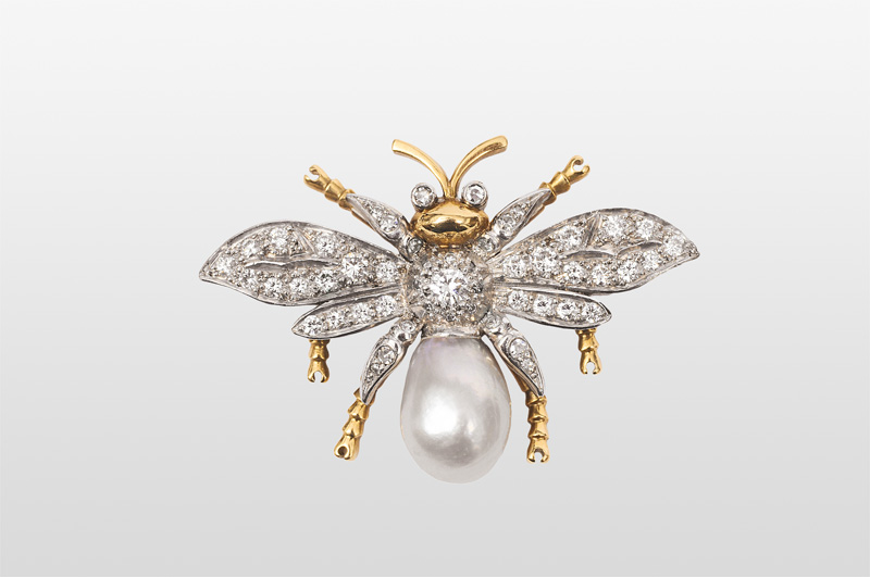 "A small brooch ""A bee"""