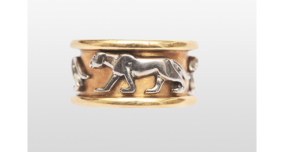 A gold ring with panther figures