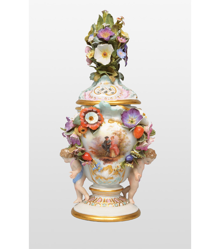A potpourri vase with putti and Watteau-scene