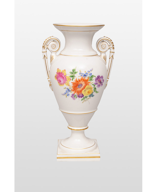 An amphora vase with flower bouquet
