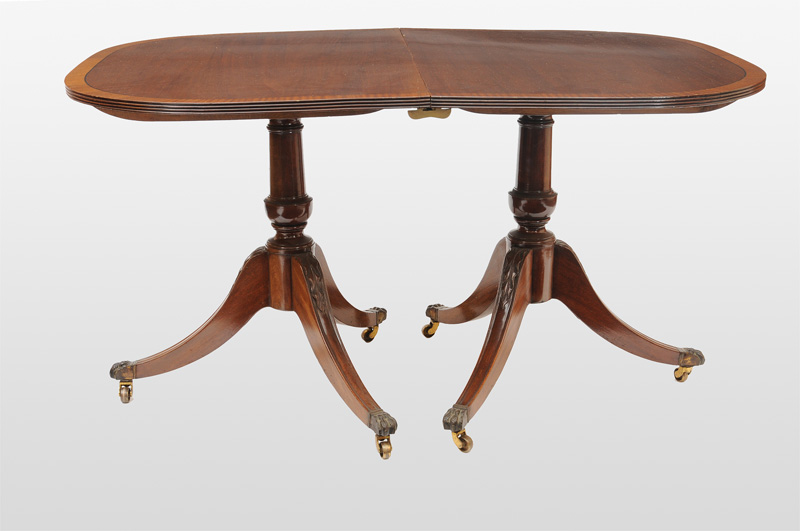 An extending table