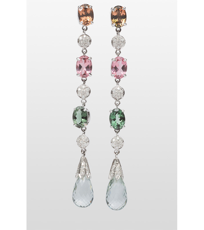 A pair of earpendants with tourmaline, smoky quarz and amethysts
