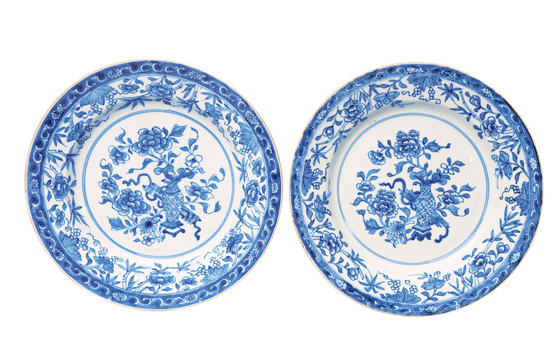 A pair of plates with vases