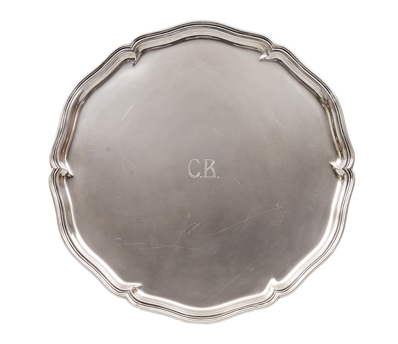 A curved tray