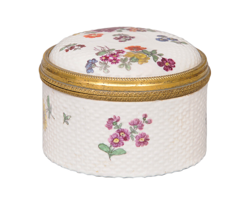 A circular cover box with ozier relief and flower painting