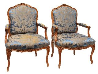 A pair of Rococo armchairs with fine carved decors of blossoms