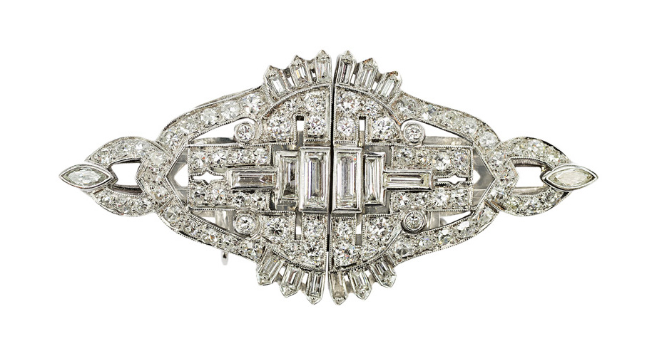 An Art-Déco clipbrooch with diamonds