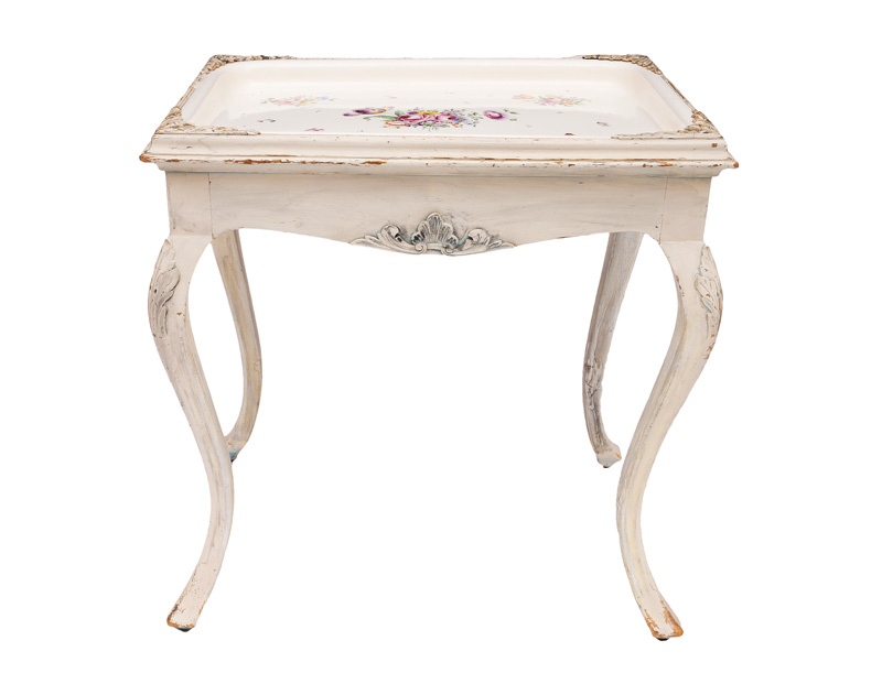 A faience table with fine flower painting