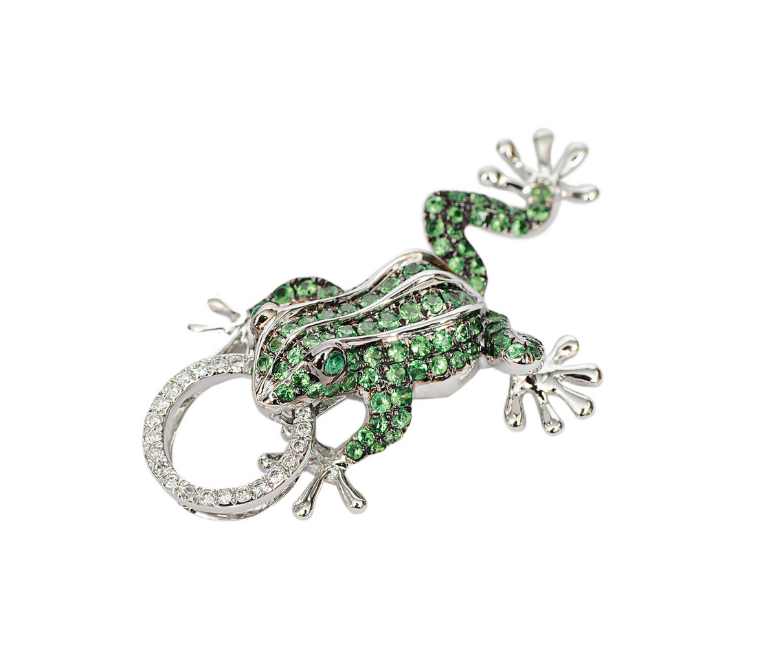 "A small tsavorith diamond pendant ""Frog"""