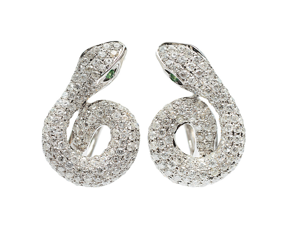 A pair of diamond earstuds in shape of snakes