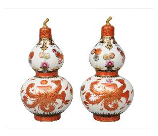 A pair of fine double-gourd vases with phoenix-decoration