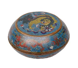 A cloisonné cover box with Fô-dog and dragons