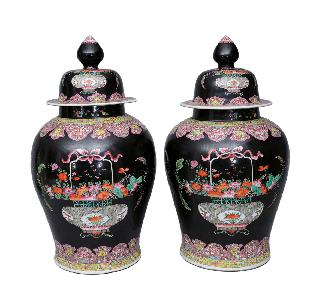 "A pair of impressive ""Famille-Noire"" vases with cover"