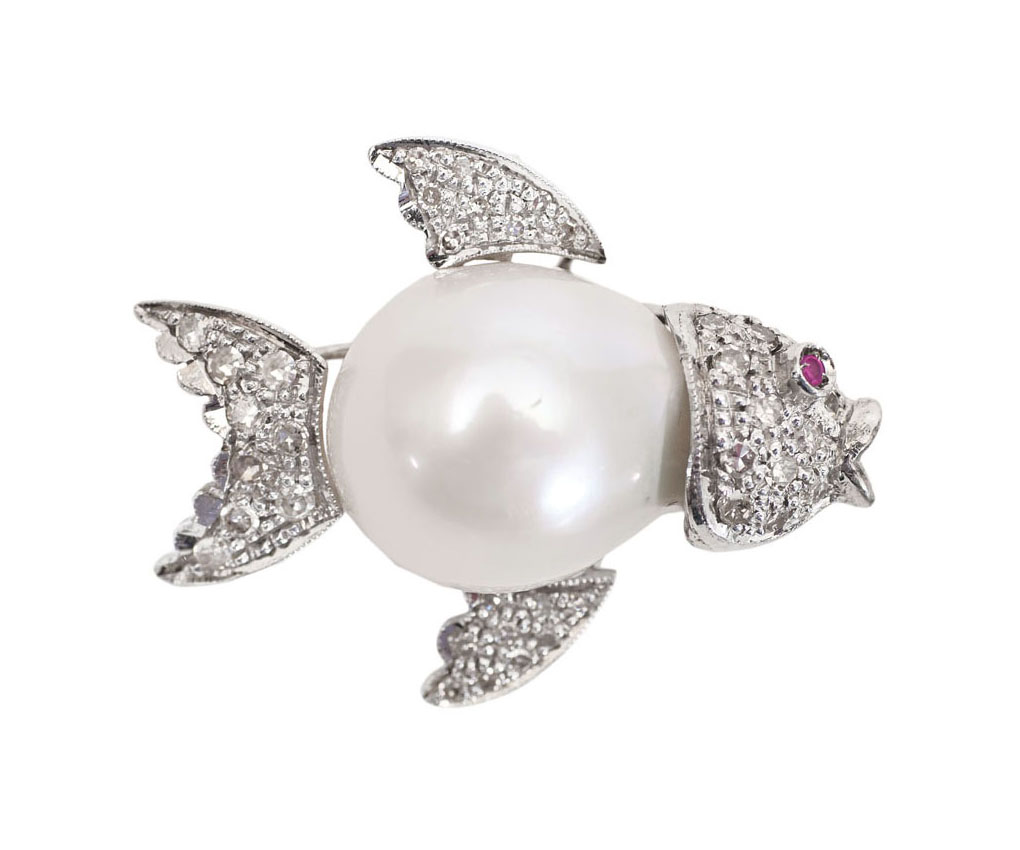 A Southsea pearl diamond pendant 'Small fish'