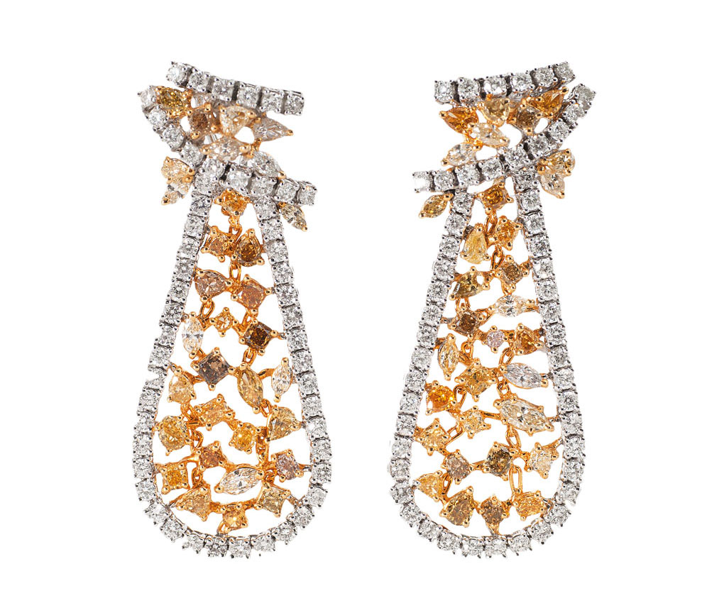 A pair of highcarat diamond earpendants