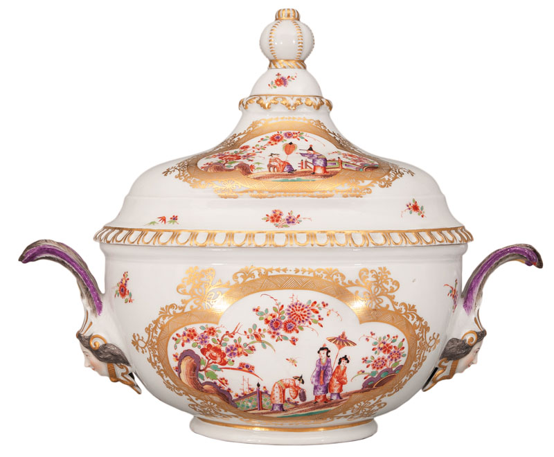 A magnificent cover tureen with chinoiseries