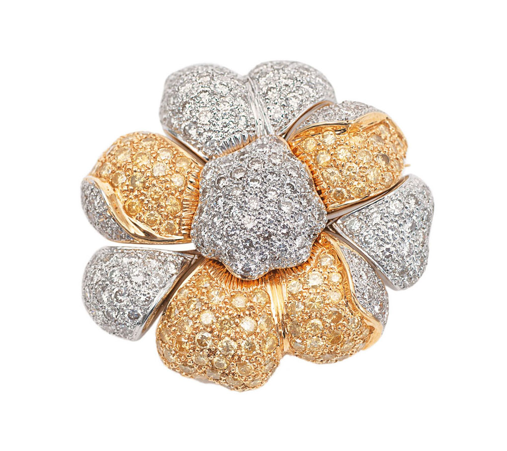 An extraordinary diamond brooch in flower shape