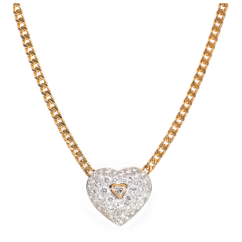 A large heartshaped diamond-pendant with necklace