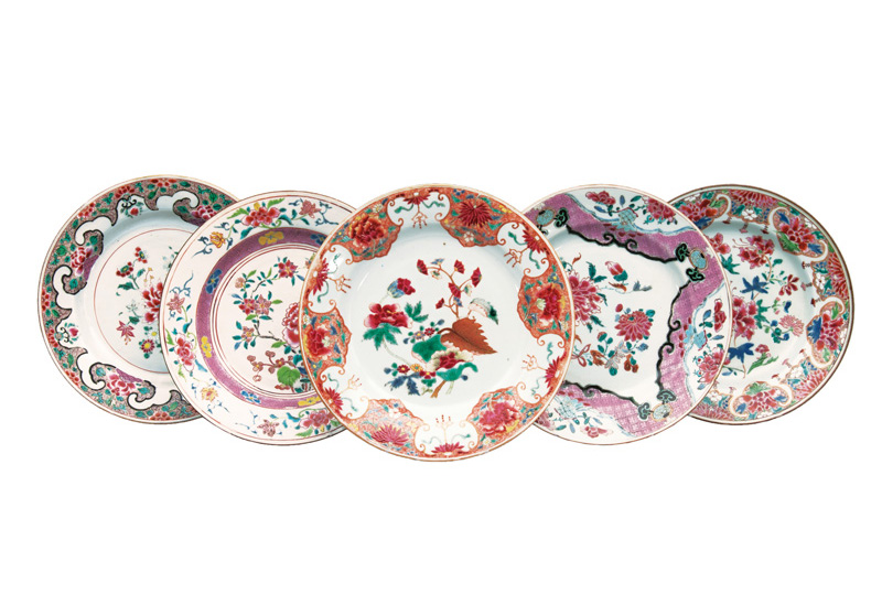 A set of 5 fine 'Famille Rose' plates